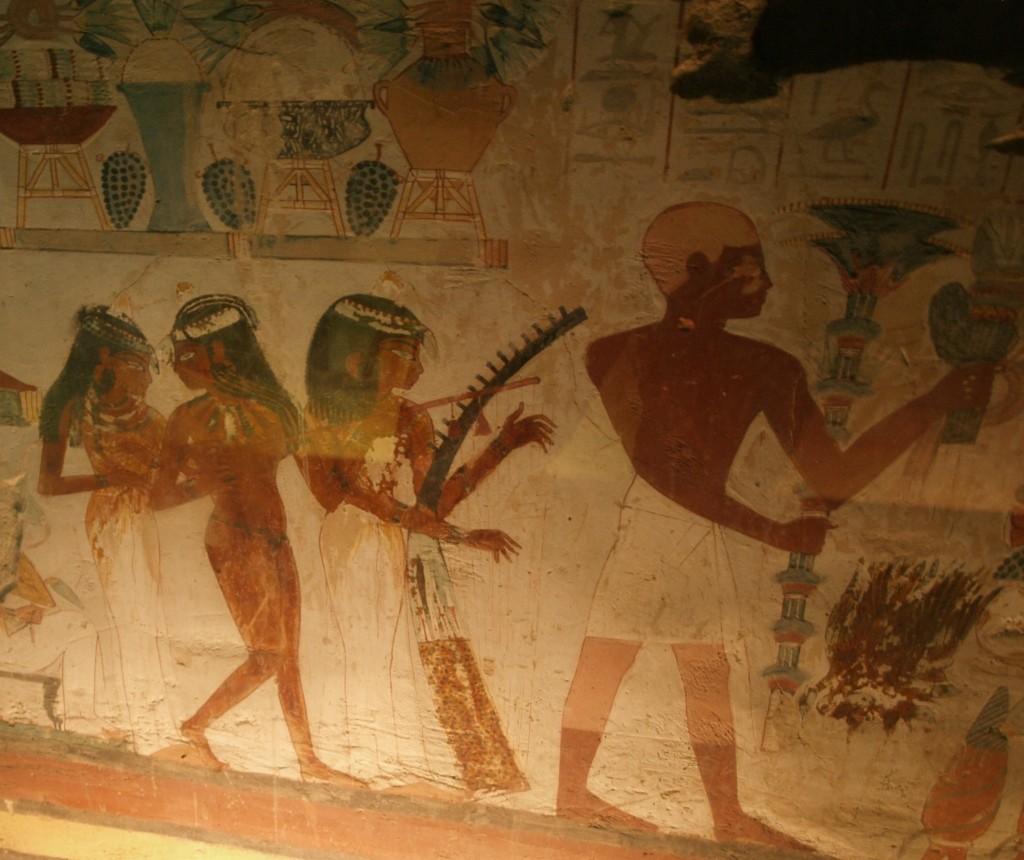 Veggmaleri fra gravkammer. Kvinnene fremstår som aktive.