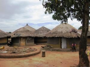 Acholifolket i Nord-Uganda har levd i tettpakkede flyktningleire i årevis, hvor de har vært helt avhengige av nødhjelp for å overleve. Mer seksualisert vold mot barn og kvinner har vært en av konsekvensene.