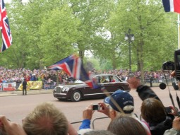 Prinsene forlater Buckingham Palace. Foto: Linn Larsen