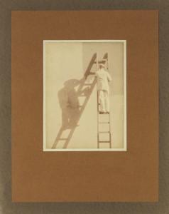 "Ralph L. Wilson, ""Utsnitt, Malere paa stige"", udatert. Foto: Billedsamlingen, Universitetsbiblioteket i Bergen"