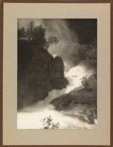 Ralph L. Wilson, Bilete av foss, udatert. Billedsamlingen, Universitetet i Bergen