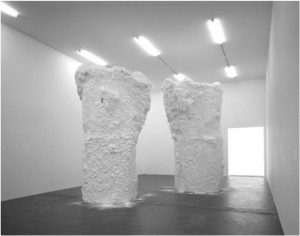 "Terence Koh, ""Untitled (Chocolate Mountains)"",  2006. Foto: (C) Terence Koh"