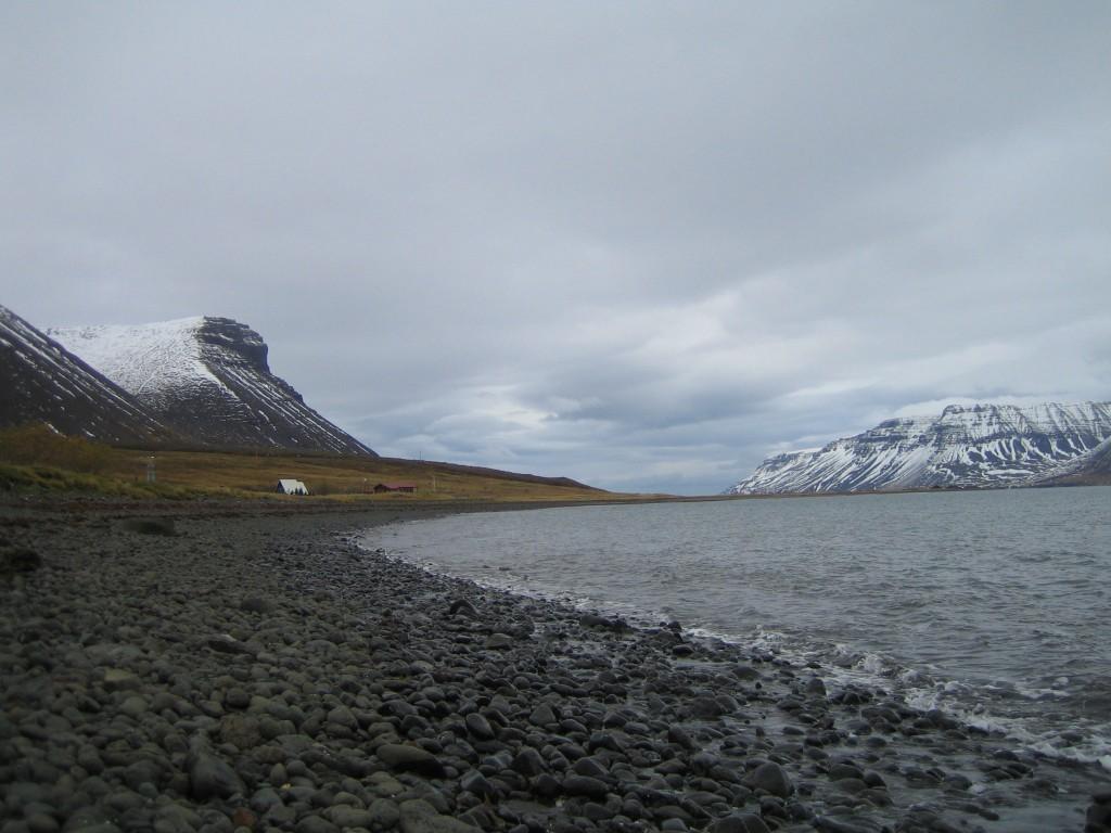 Utsikt over Dýrafjörður, der Gisle Sursson bodde ifølge sagaen. Foto: Carline Tromp