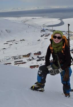 Utsikt utover Longyearbyen fra Sukkertoppen