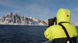 Speider etter isbjørn og hvalross