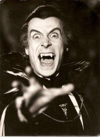 Dracula er en av verdens mest kjente vampyrer. Her portrettert av Gianni Lunadei. Foto: Alejandro Lunadei/Wikimedia Commons