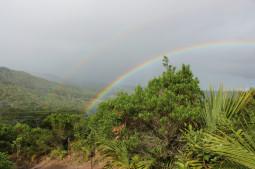 Etter en regnfull dag kommen oppmuntringen; en nydelig regnbue. Foto: Pauline J. Kajl