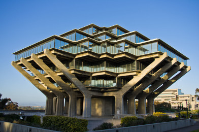 Hovedbiblioteket, Geisel Library, ved UC, San Diego er et spektakulært syn