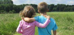 bilde av to barn