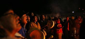 Standing rock aksjonister synger